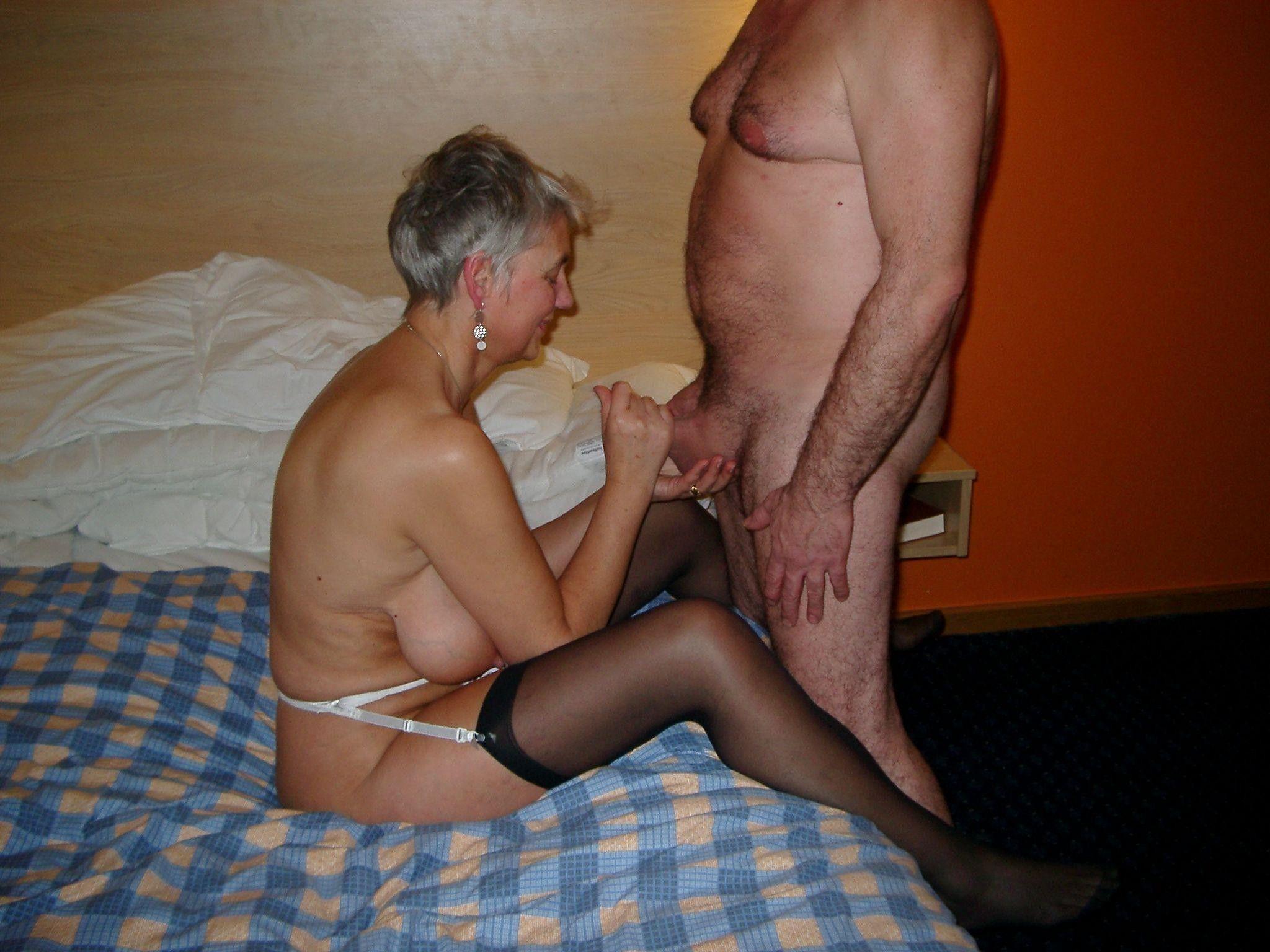 пенсионеры занимаются сексом